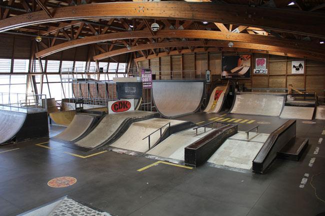 Lyon Skatepark: ramp, street