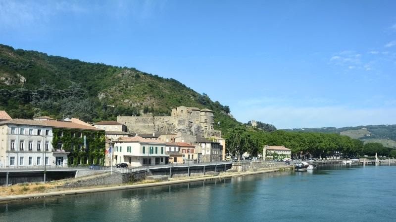 The caste of Tourney-sur-Rhône