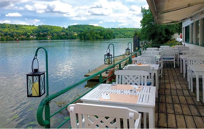 Les Planches restaurant on the Saone