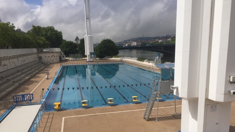 Lyon 39 s best swimming pools aquatic parks nearby lakes for Piscine du rhone