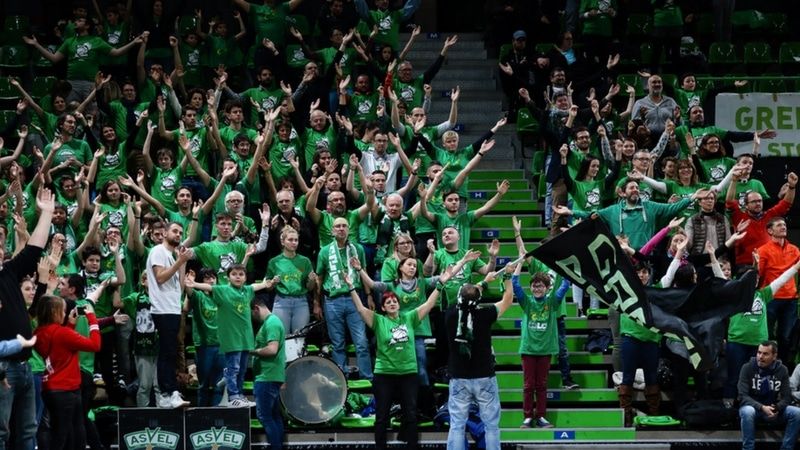 green gones in the stands of the astroballe