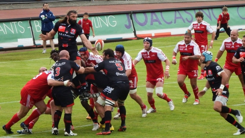 sebastien chabal playing with the lou rugby