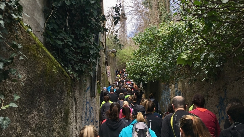 montée nicolas de lande packed with runners for the lyon urban trail