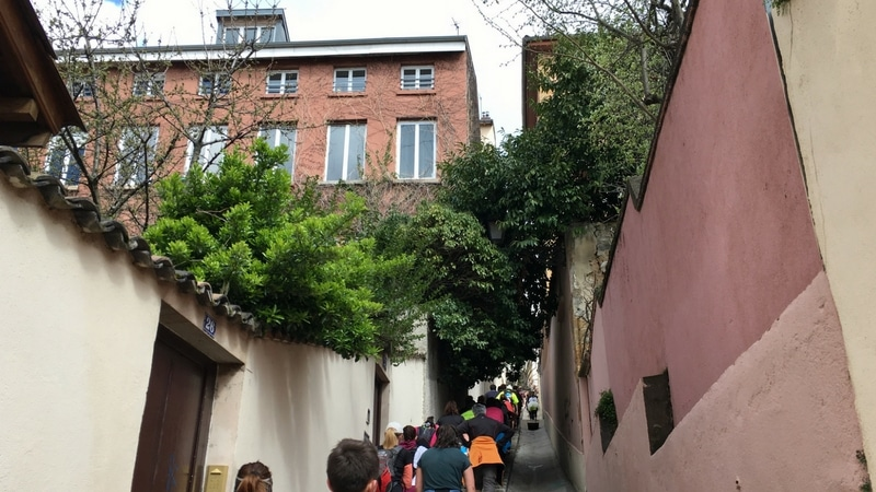 lyon urban trail route nested between buildings in lyon