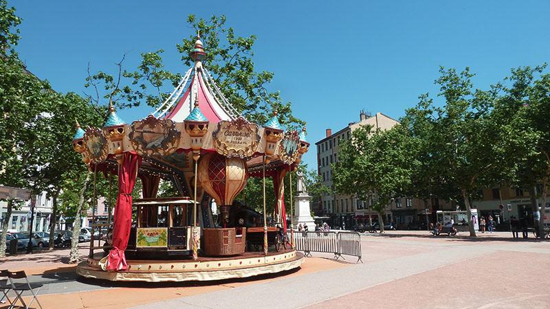 carousel in lyon 4 croix-rousse