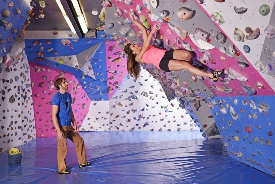 Lyon indoor sport: boulder climbing in Lyon