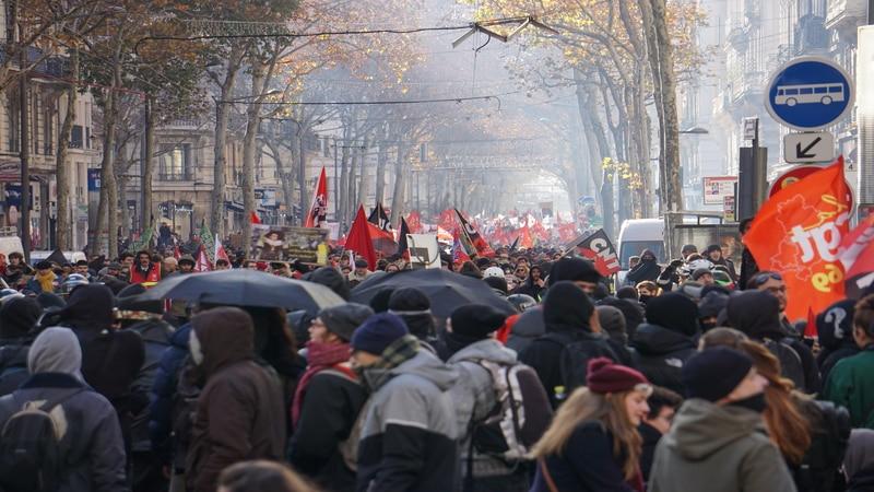 Protesters in Saxe-Gambetta